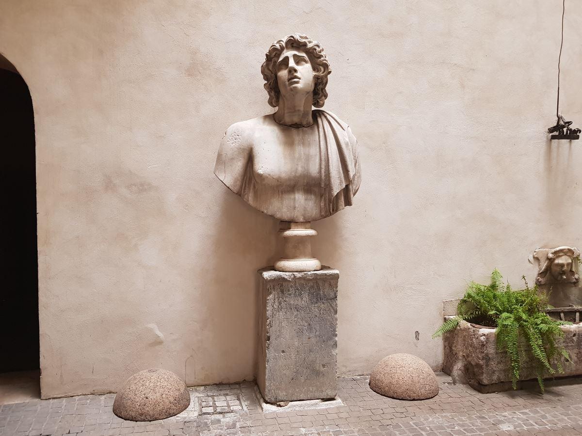 Statue Rome 1